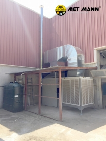 Industrial air conditioning with hot air and adiabatic cooling