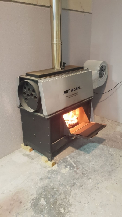 Industrial wood stoves with fan